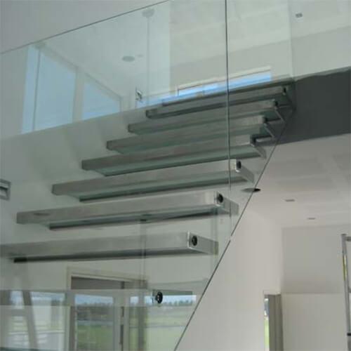 Glasværn og glastrin i ramme